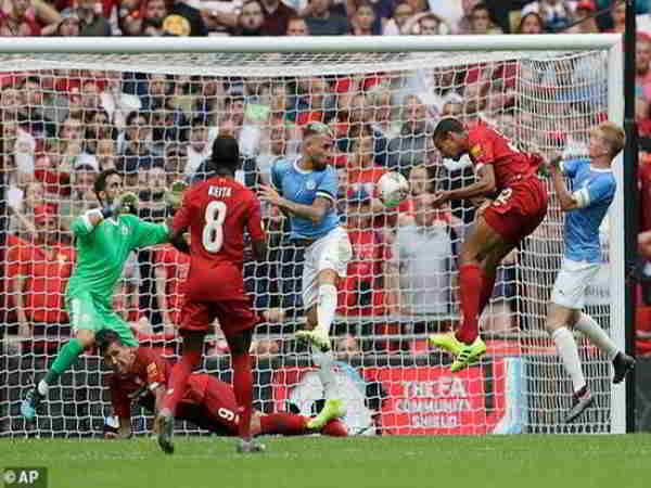 Man City đánh bại Liverpool bảo vệ thành công chức vô địch