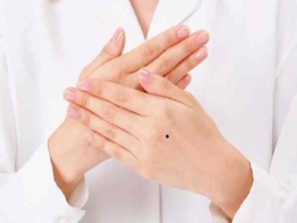 Đoán vận mệnh của đàn ông và phụ nữ có nốt ruồi trên mu bàn tay
